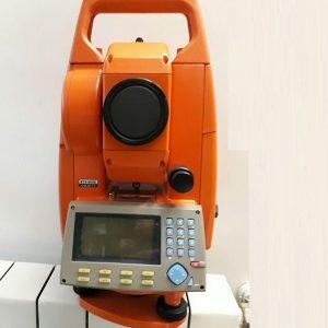 دوربین توتال استیشن بویف BOIF BTS805 با دقت قرائت زاویه پنجثانیه دو طرف کیبورد حرفی عددی آلفا نومریک با درشتنمایی 30 برابر.